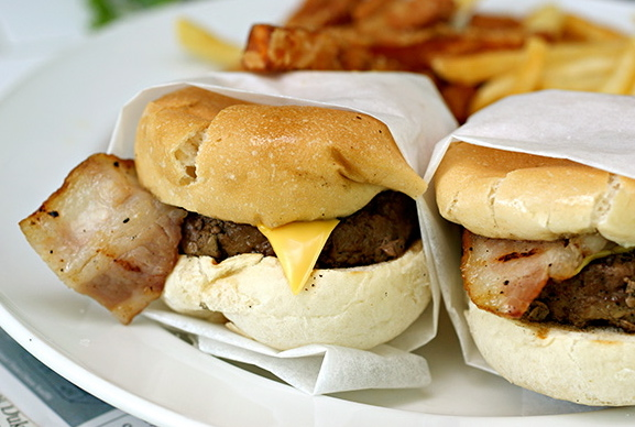 American sliders (Cheddar cheese & bacon), S$22.00.