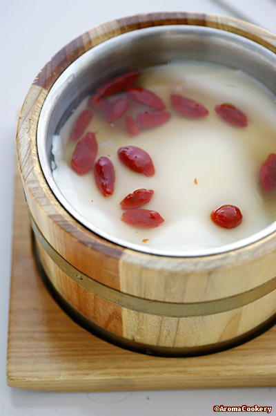 Homemade beancurd with wolfberries