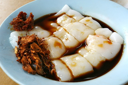 Cheong fun (steamed rice flour rolls) with prawn