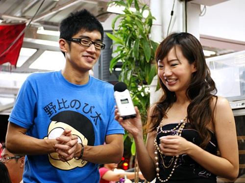 Y.E.S. 93.3FM DJs Xie Jiafa & Lin Peifen.